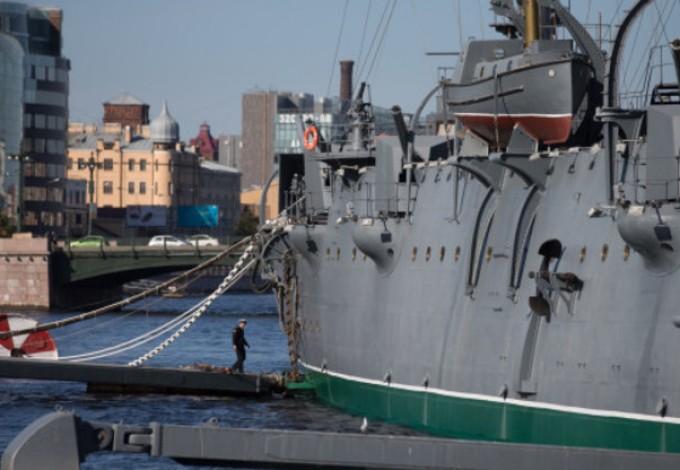 Возвращение крейсера «Авроры» наместо вечной стоянки встретят флешмобом